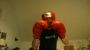 Boxing headgear and gloves Everlast