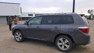 08 highlander sport.. Immaculate condition