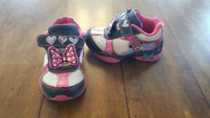 "Girl Light-up ""Minnie Mouse"" sneakers (Size 5)"