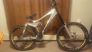 Full suspension Banshee scream downhill mountain bike
