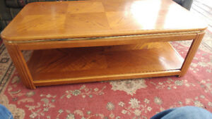 LIFT TOP WOODEN COFFEE TABLE