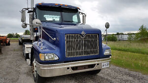 2005 International Day Cab Tractor
