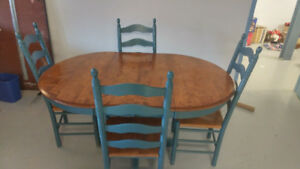 Gorgeous Solid Wood Table With 4 Matching Chairs