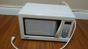 Petit Micro-Ondes Danby Small Microwave Oven