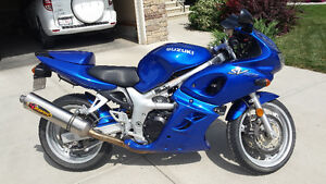 Low mileage excellent condition, great starter bike!