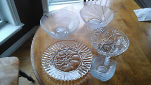 GLASS SERVING TRAYS AND BOWLS