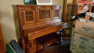 Piano antique droit