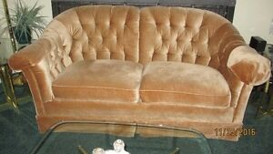 Price Reduced!!! SKLAR love seat / Causeuse de marque SKLAR