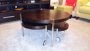Round nesting wooden coffee table