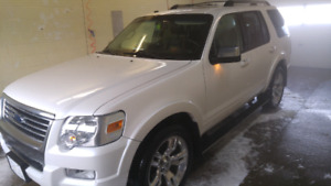 2010 Ford Explorer Limited AWD LOW KMs