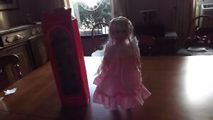 COLLECTIBLE PORCELAIN DOLL 16 INCH TH-205