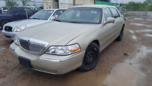 2010 TOWNCAR... JUST IN FOR PARTS AT PIC N SAVE! WELLAND