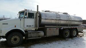 1999 Kenworth T800 14500 L T/A Water Truck