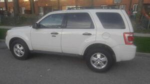 WHITE 2011 FORD ESCAPE MINT COND LIKE NEW MUST GO NOW.