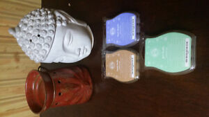 2 Scentsy Warmers with 3 Scents