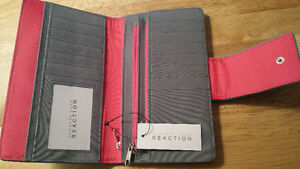 Brand new wallet/utility clutch - Price tag still on Kingston Kingston Area image 2