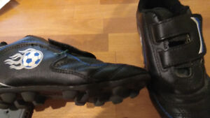 Kids soccer shoes size 13 in good condition