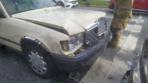 Selling 1986 Mercedes 260e for Parts