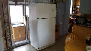 GE Energy Efficient Fridge Freezer (Ice Maker Ready/Rvs Doors)