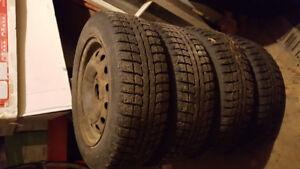 4 pneus hiver 205 55 r16 avec rim (jante) kia