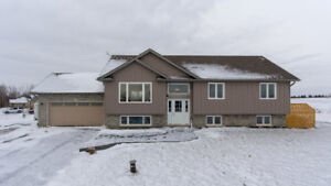 3 Bedroom Bungalow Sitting on Approx. 1 Acre Lot