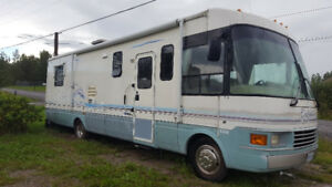 1999 Ford Motorhome, 33` Dolphin