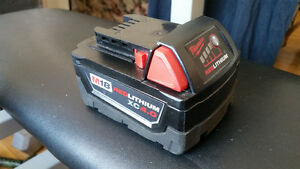 Kit chargeur Milwaukee 18v  batterie 4 A batterie 2A