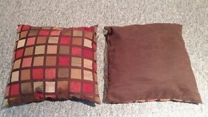 Area Rug and 2 Pillows for Sale London Ontario image 5