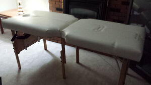 DELUXE MASSAGE TABLE in EXCELLENT CONDITION