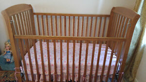 Baby bed for sale $20 including mattress