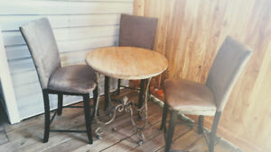 Pub height table and 3chairs