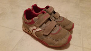 GEOX running shoes Size 1-Excellent condition