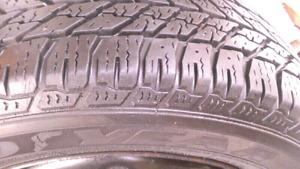 4 pneus hivers 15 pouces Goodyear sur roues Ford