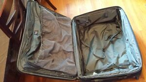 """Travel Pro Crew 6 28"""" Expandable Roller Board Suitor Suitcase Kingston Kingston Area image 7"""