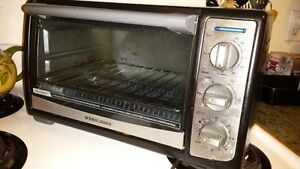 Gently Used Black and Decker Toaster Oven (Used twice)