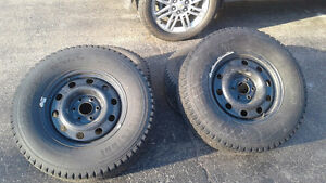 Set of 4 Blizzak winter tire on rims. Size LT265 70 R17