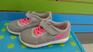 (313A) Girl's sneakers NIKE Size 9