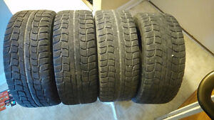 Dunlop Studless 225/55R/16 Tires on Rims