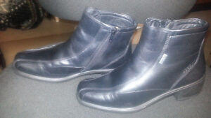 "FS: Ecco Lined Winter Ankle boots,1"" heel (flat) only $40.00 NEW"