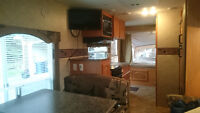 Surveyor SV192T Hybrid Travel Trailer 2009.  Very clean.
