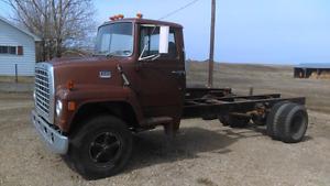 1975 Ford 800 Single Axle 3 Ton Truck.