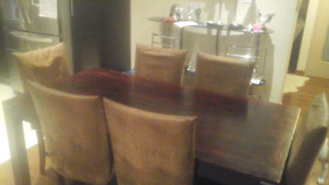 Table  and  6  chairs  ( value of 1600$) give me your price!!!
