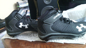 """Selling """"UNDER ARMOUR"""",Cleats"""