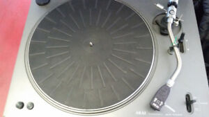 AKAI AP 001C TURNTABLE