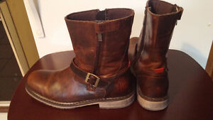 2 SIDED ZIPPER BOOTS size 9.5