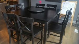Solid Wood, Excellent Condiition, 8 Chair Table