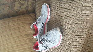 Mens size 9 Nike Sneakers