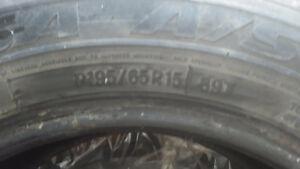 4 pneus de saison Toyo P195/65R15