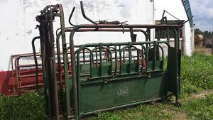 Farm Master Cattle Sqeezer