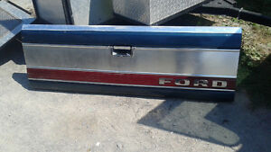 1980-86 f150/f250/f350 tailgate with insert AMAZING COND!!